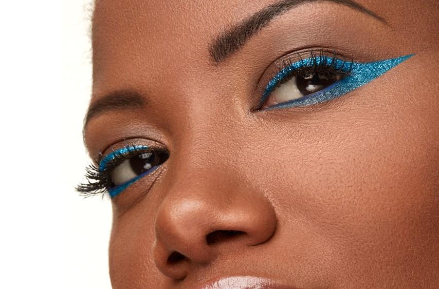 Trucco occhi con eyeliner colorato