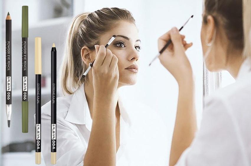 ragazza allo specchio make up