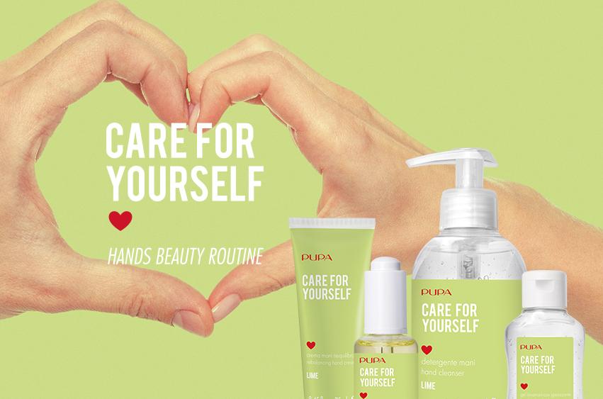 mani a cuore e prodotti igienizzanti