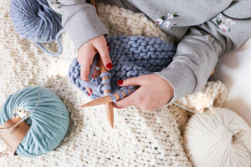 lavorare a maglia: impararlo durante le feste di natale
