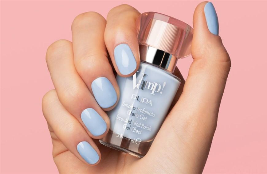 manicure pastel azzurra